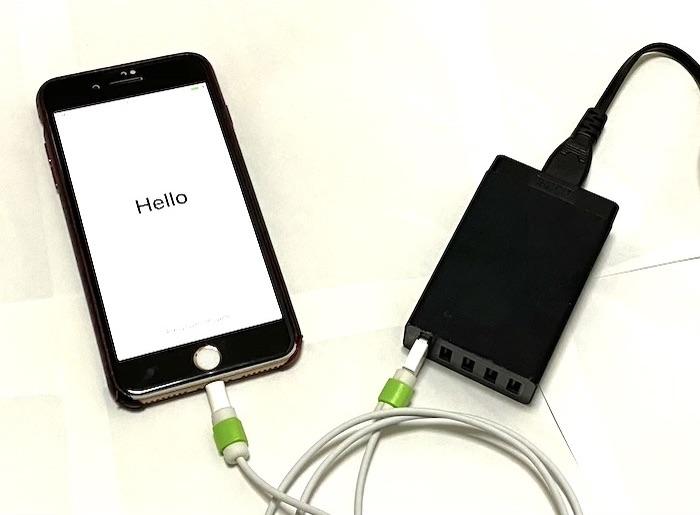 新しいiPhoneを充電器に接続する