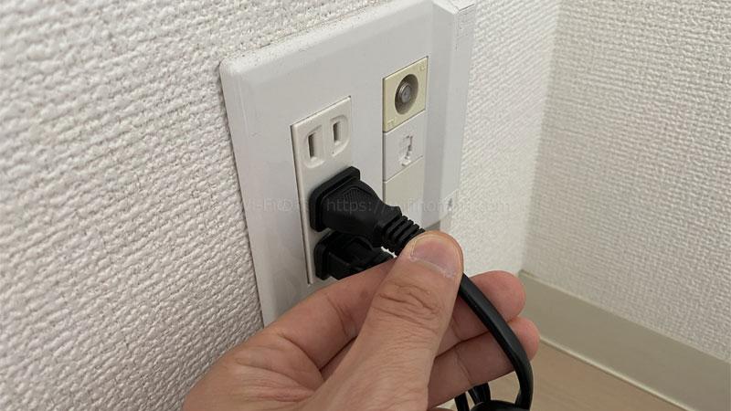 光BBユニットのACアダプタを挿して電源を入れましょう。
