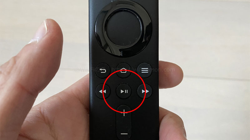 リモコンの再生ボタンを押す