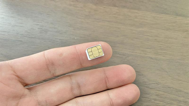 W05はnanoサイズですので、1番小さいサイズに切り取って使います。