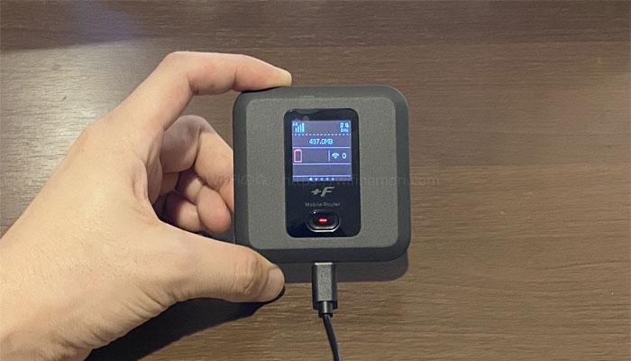 バッテリーを外した状態でも、USBケーブルを繋げば使えます。