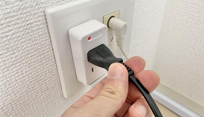 B-CASカードを入れたらコンセントを挿して電源を入れましょう。