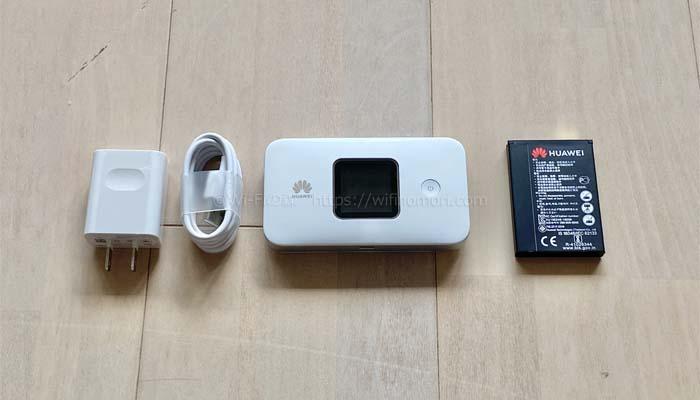 中身は、ルーター本体、ACアダプタ、USBケーブル、バッテリー、説明書です。