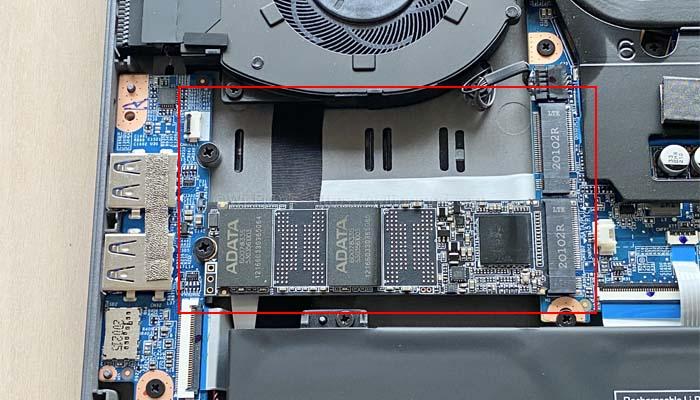 M.2 SSDをもう1枚させるように空きポートがある