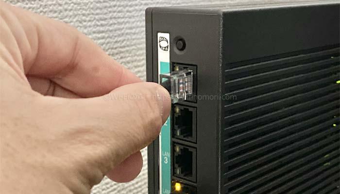 HGWの空いているポートにLANケーブルを挿す