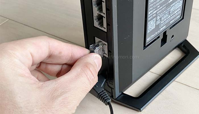 WX3000HPのWAN(INTERNET)ポートにLANケーブルを挿す