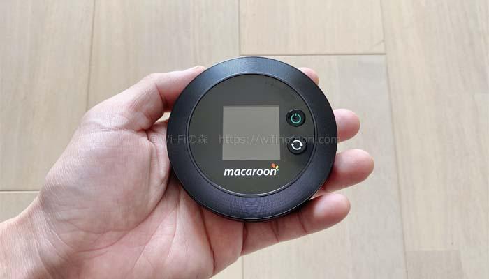 ルーター(Macaroon M1)は手のひらサイズ