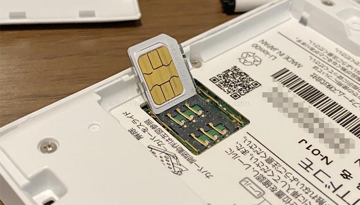 N-01JにSIMカードを入れる